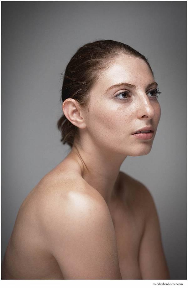 https://archives.marklaubenheimer.com/image.php?image=/models/2013/08-18-2013_Malerie/malerie2web03.jpg&quality=70&width=600